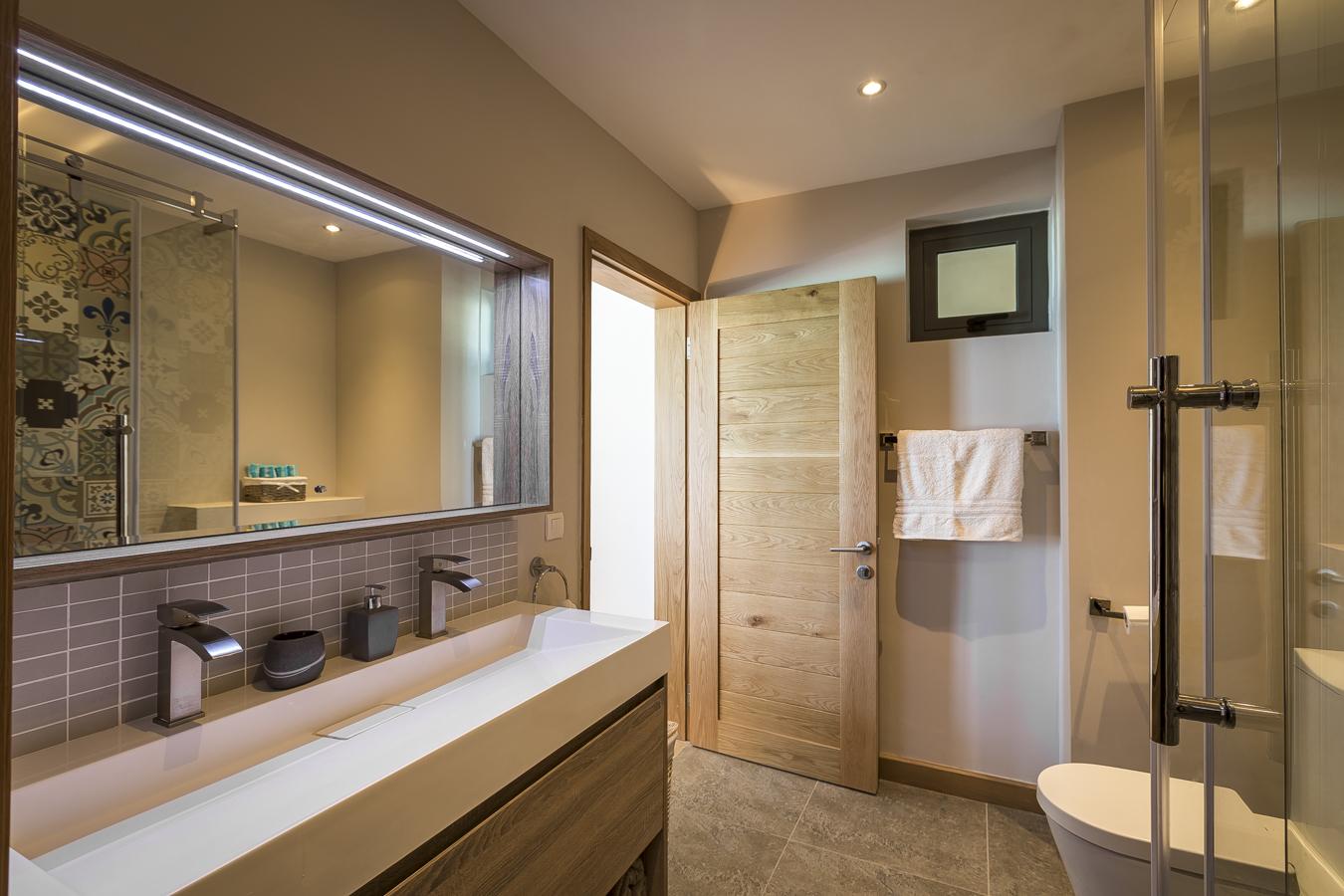 KotNor bathroom1