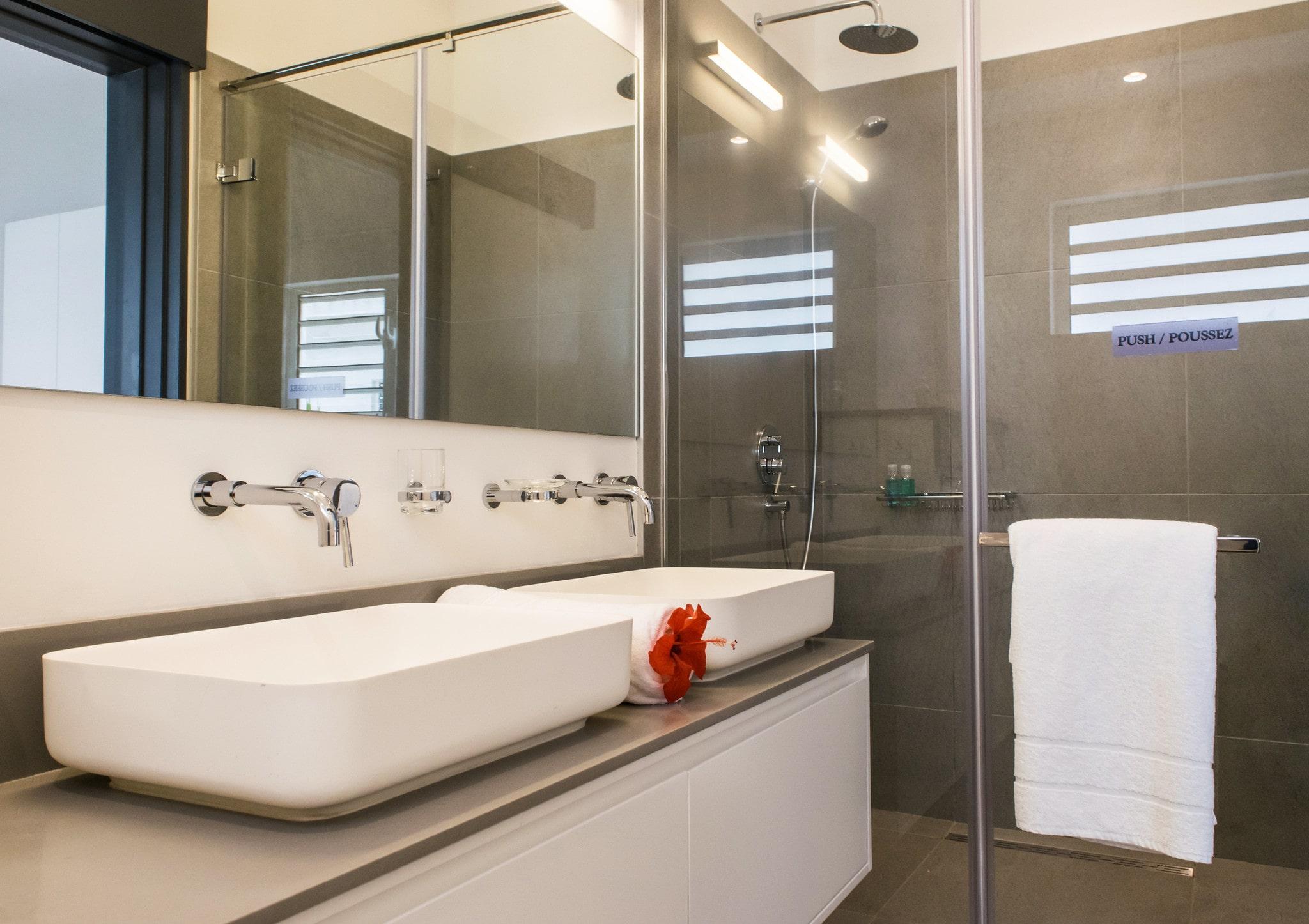 DELUXE APARTMENT Trou aux Biches bathroom