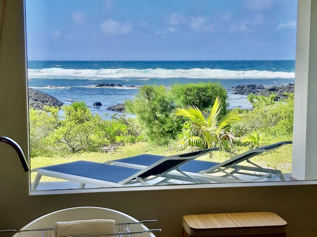 Villa Brisa  baht tub with sea view