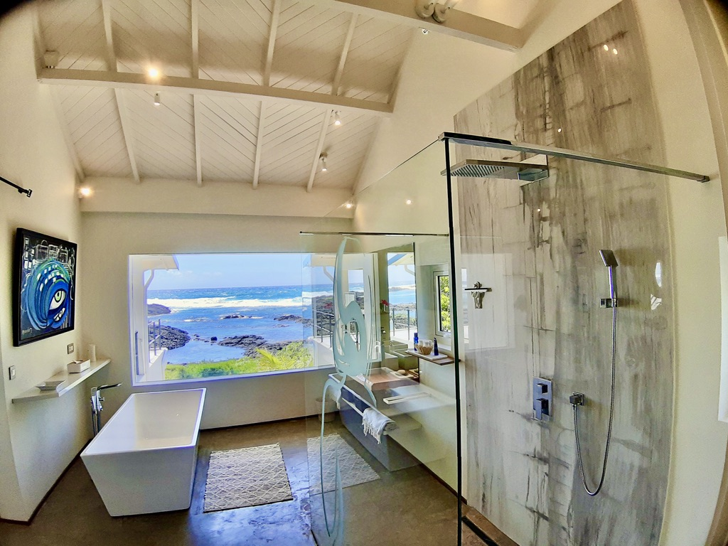 Villa Brisa  bathroom with sea view