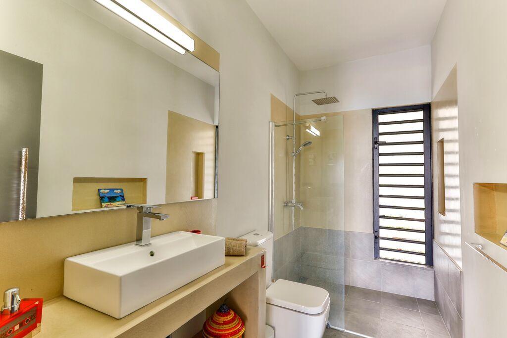 Casita-2-bathroom