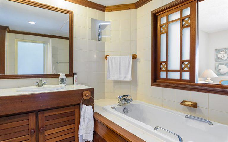 Coombes_013-bathroom
