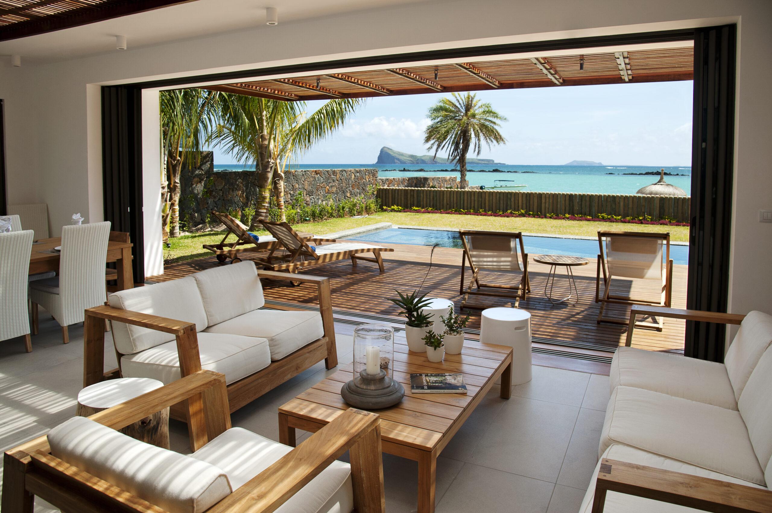 Villa Coralie beachfront living