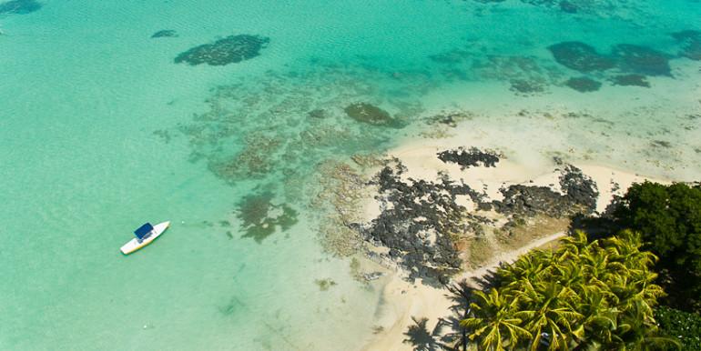 Dominique-drone-beach-