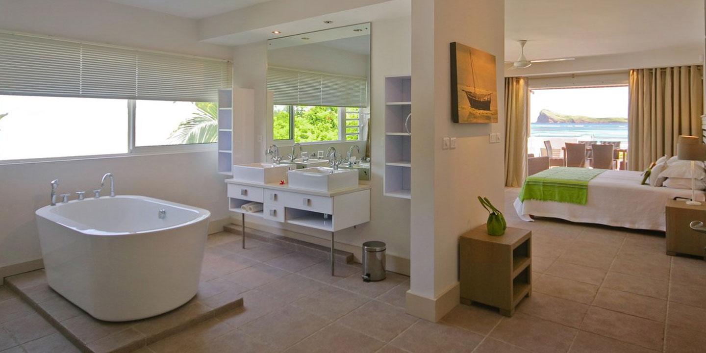 Gallery-Cape-Pointe-bathroom-master