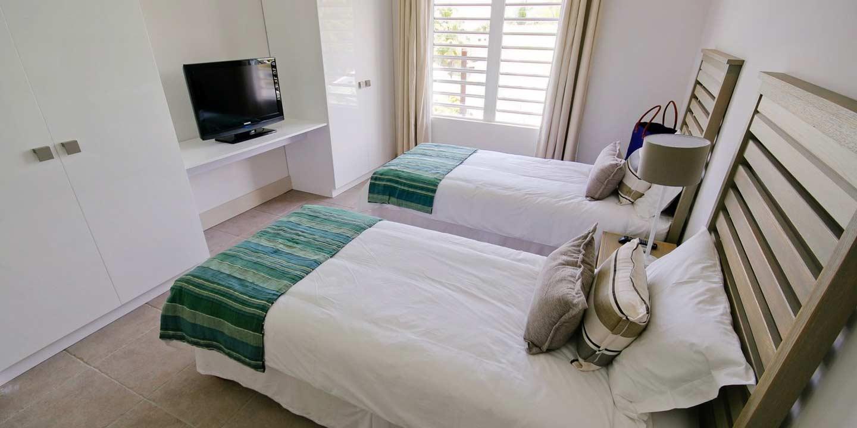 Gallery-Cape-Pointe-bedroom-2