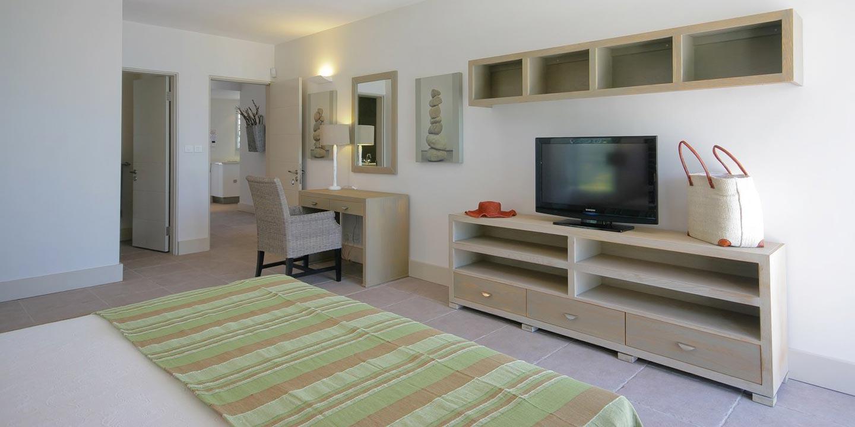 Gallery-Cape-Pointe-bedroom-4