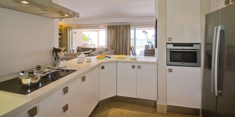 Gallery-Cape-Pointe-kitchen
