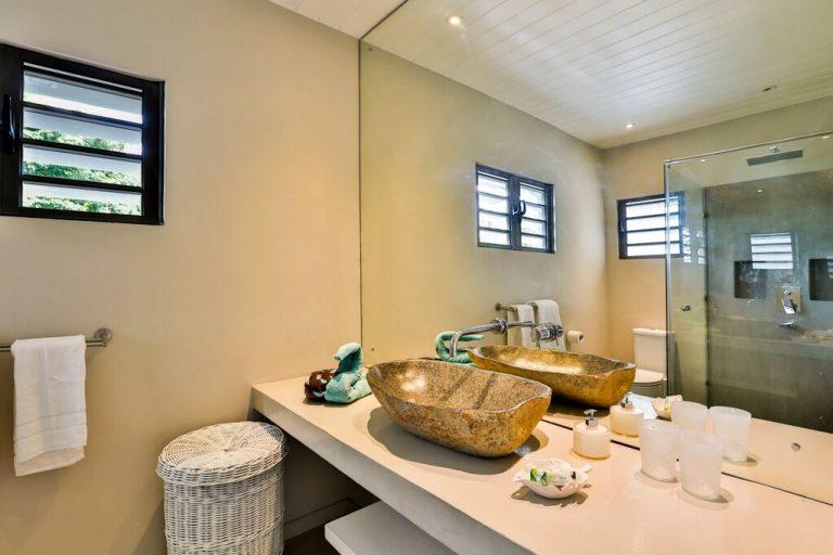 Villa-Azure-bathroom-2