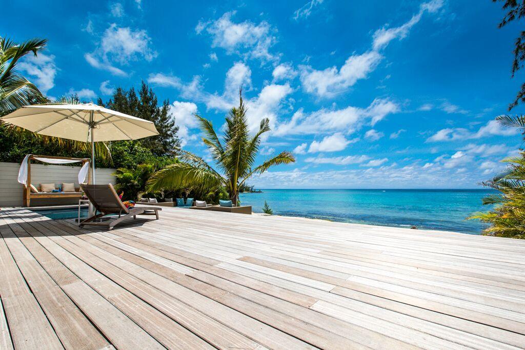 Villa-Azure-deck