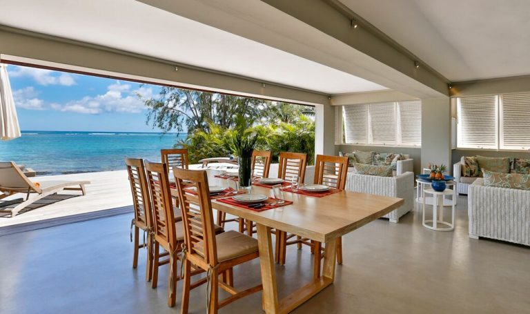 Villa-Azure-dining