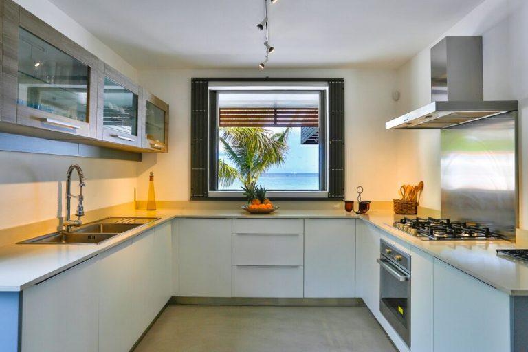 Villa-Azure-kitchen