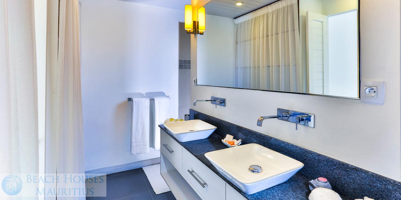 Villa-Les-Palmiers-bathroom-1-Gallery