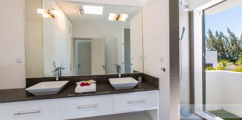 Villa-Les-Palmiers-bathroom-2-Gallery