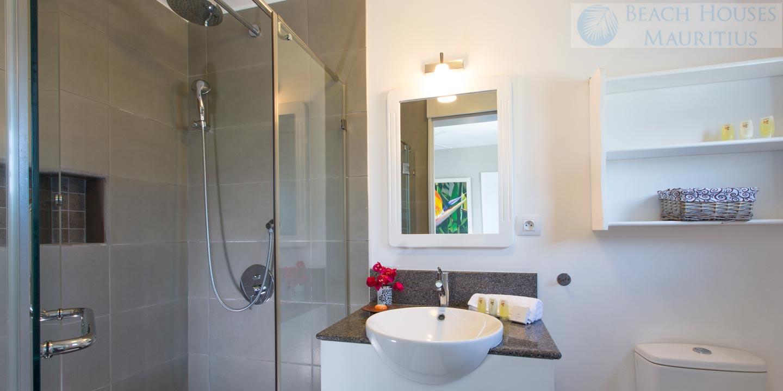 Villa-Les-Palmiers-bathroom-3-Gallery
