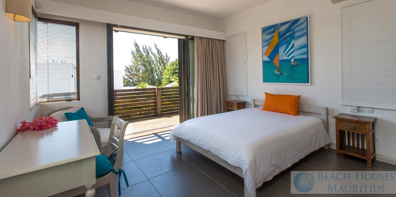 Villa-Les-Palmiers-bedroom-4-Gallery
