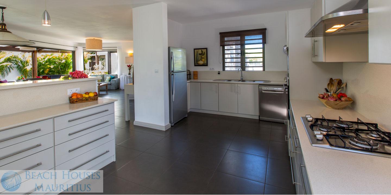 Villa-Les-Palmiers-kitchen-Gallery