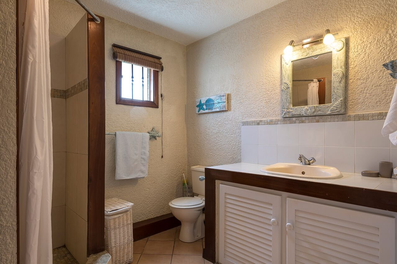 Villa-Merville-1-bathroom