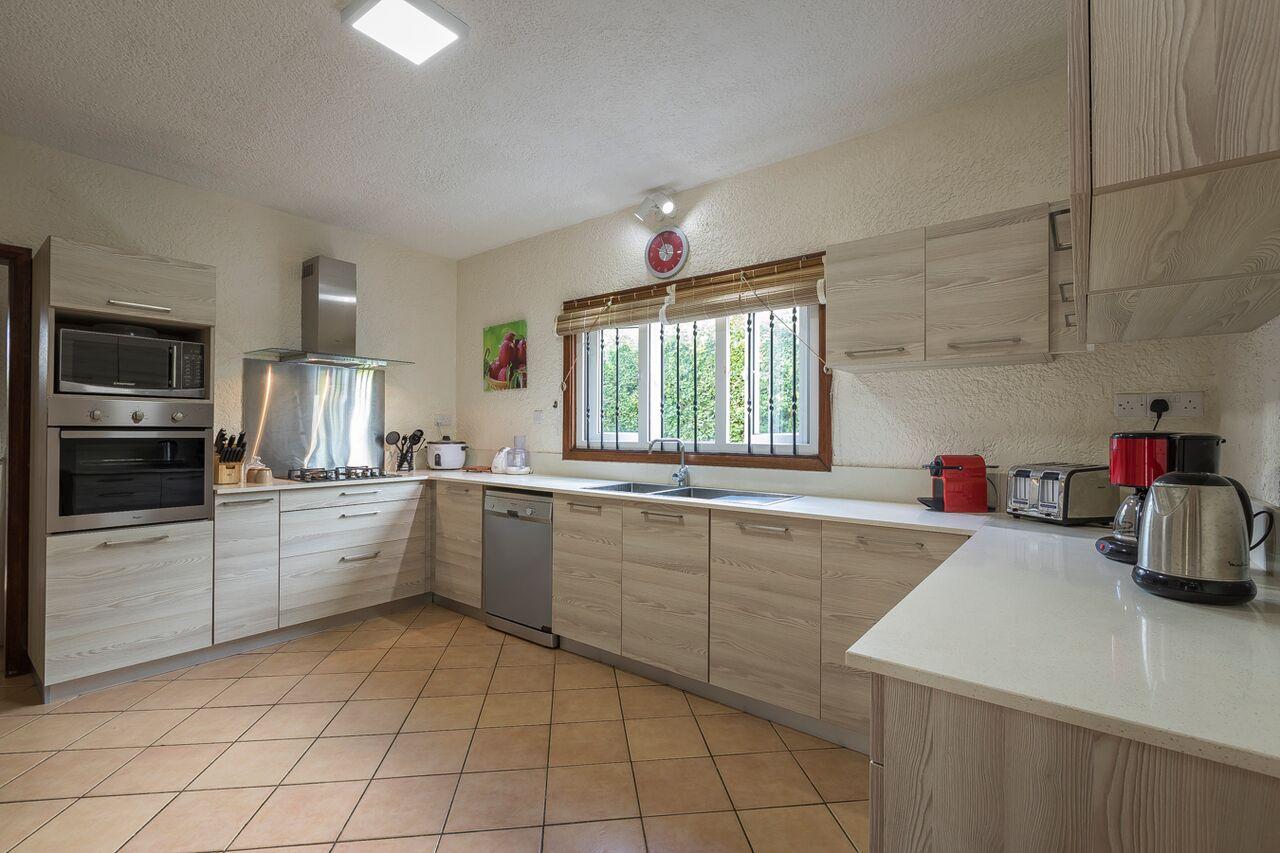 Villa-Merville-1-kitchen