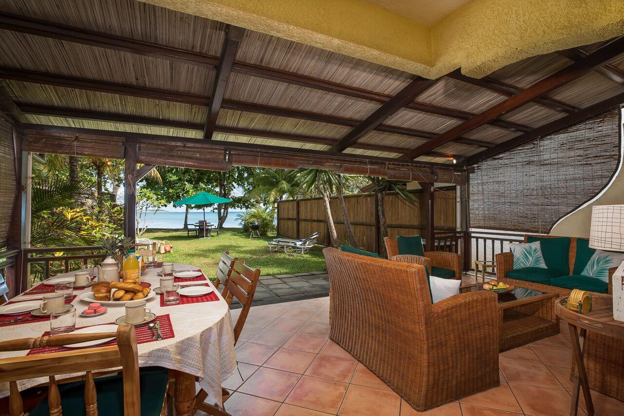 Villa-Merville-1-outdoor-dining