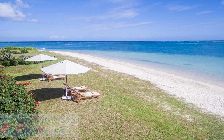 Villa-Stella-Maris-Gallery-beach-loungers-1