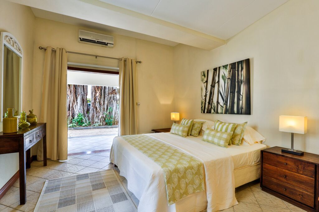 Villa-Tamarin-bedroom-3