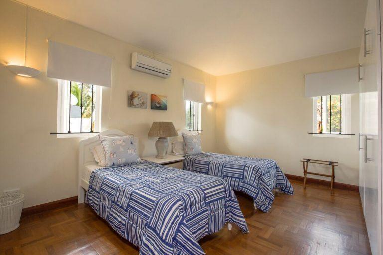 Villa-Tamarin-bedroom-5