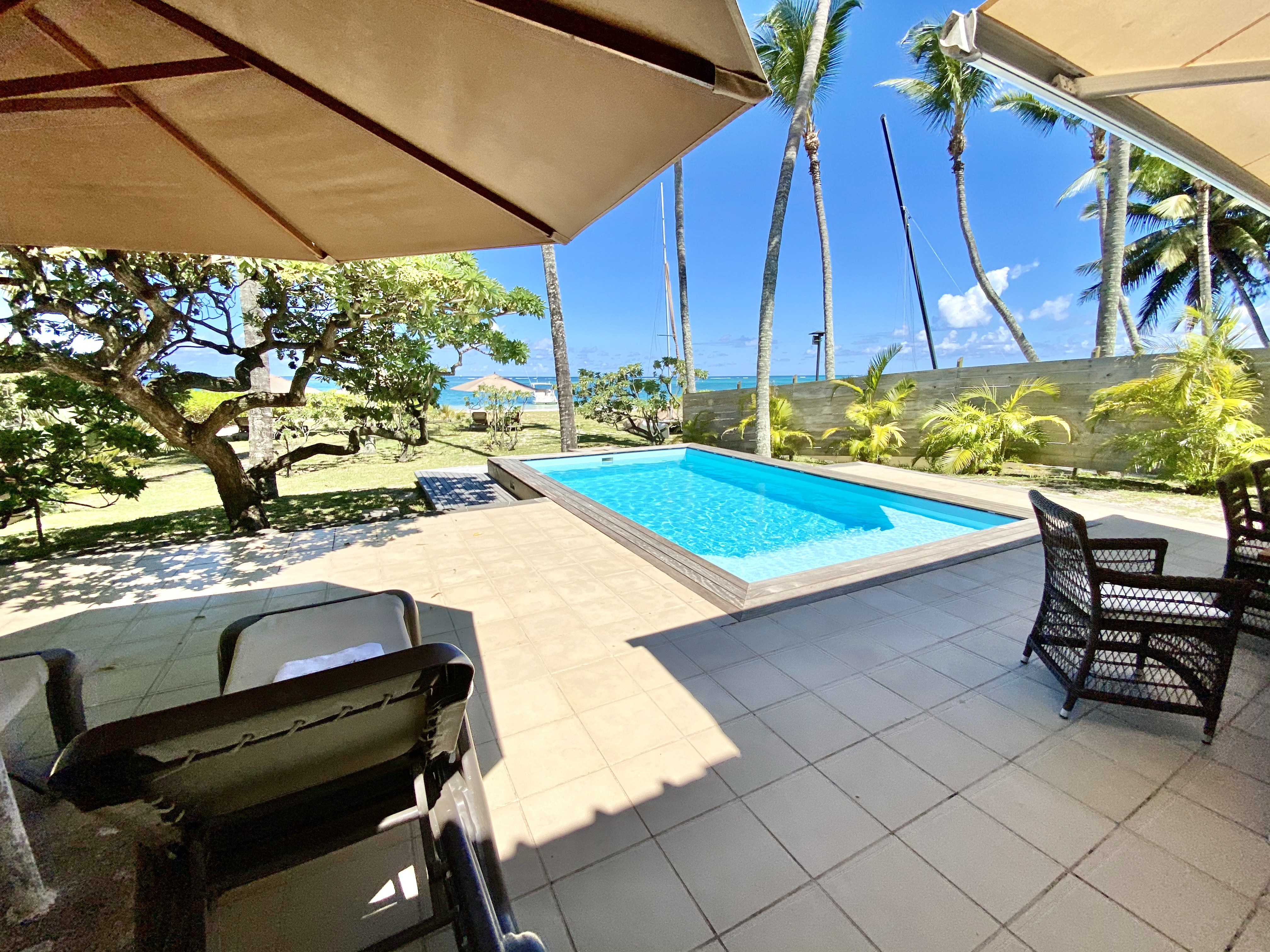 pool deck sun beds